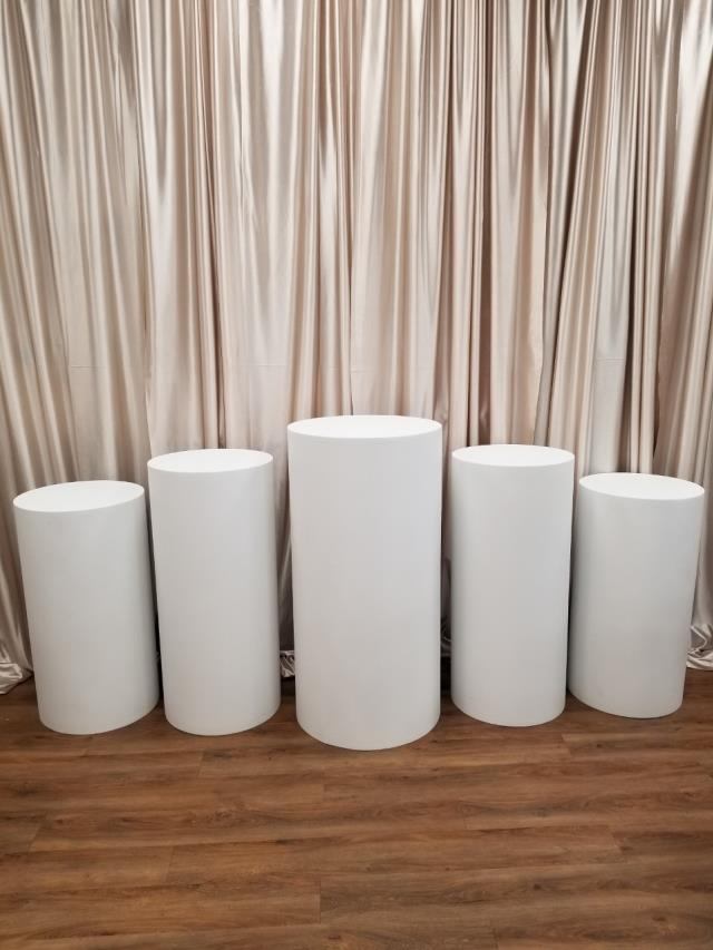 Where to find FLOOR COLUMN SET OF 5 ROUND, WHITE in New Orleans